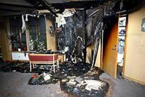 Den intensiva hettan smälte platsen tiotals meter från brandhärden. Foto: GUN WIGH