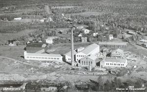 Det gamla väveriet som blev fångvårdsanstalt. Mellan 1957 och 1979 var det hade fängelset i Ulriksfors plats för 132 interner. Under sommartid kunde det ibland till och med vara 150 fångar.