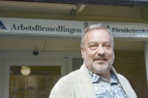 Robert Uitto (S) vill skapa 500 ungdomsjobb i kommuner och landstinget.