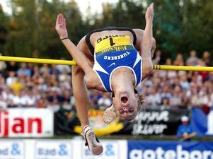 Kajsa Bergqvist gjorde ett bejublat framträdande när hon vann SM 2002. Klarade två meter och hade ett par bra försök på svenska rekordet 2.05.