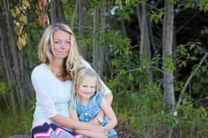 Hanna Nilsson med dottern Emmah för vilkens framtid fonden