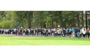 Mot första dagen gick de nya studenterna på Högskolan i Falun. I går började högskolan och de som går första året fick tåga från Högskolan till idrottsarenan för att ha ett välkomstarrangemang. FOTO: ILSE VORNANEN
