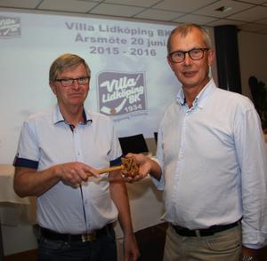 Ordförandeskifte hos Villa Lidköping – Rogher Selmosson tar över klubban efter Anders Fredriksson.