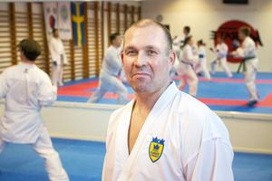Joakim Engman tränare Sundsvalls sportkarate.