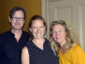 Teater Sojas Jan Boholm och Sofia Andersson med dansaren och nya samarbetspartnern Elin Kristoffersson i mitten.