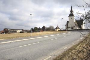 Samma vy över Sorunda kyrka och Kyrkskolan i dag, 65 år senare.