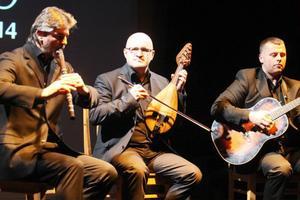 Theodosii Spassov, Peyo Peev från Bulgariens nationella radioorkester och Peter Milanov från ensemblen Filip Kotev i Sofia.