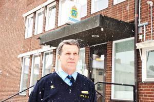 SER FRAMÅT. Örjan Brodin, biträdande närpolischef i Tierp, försöker se framåt och hoppas på fler poliser inom kort.