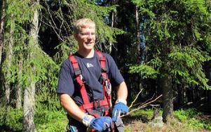 David Åhsberg, elmontör Falu Energi och Vatten, var en av dem som försökte hjälpa fastighetsägarna vid Nedre Valsan som drabbats av tromben.FOTO: MARIA SVENSSON