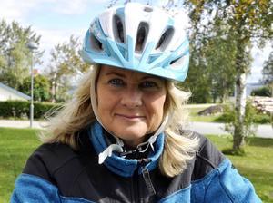 Elisabeth Albertsson jobbar inom hemtjänsten i Hallen och har redan hunnit ta några turer med cykeln med en vårdtagare som passagerare sedan den kom.
