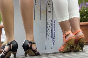Elva ungdomar fick ta emot stipendier på 3000 kronor var.