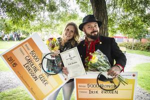 Caroline Ceder Eriksson blev årets Delsbostinta. Årets Dellenbygdsbo blev Erik Brodén.