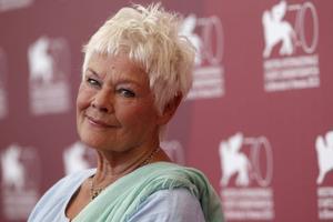 Judi Dench besöker Venedigs filmfestival för att marknadsföra sin senaste film