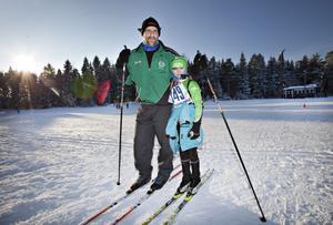 INTRESSE. Lennarth Carlsson och hans dotter Mathilda från Valbo är sålda på skidåkning. Mathilda tränar och tävlar regelbundet och Lennarth ska om några veckor åka öppet spår i Vasaloppet.