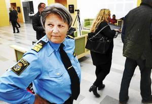 Salabon Agneta Kumlin bestämde direkt vid rättegången, där hennes förre chef Lena Tysk friades från misstankar om ofredande, att hon inte längre kunde arbeta som lokalpolisområdeschef för Norra Västmanland. Men hennes efterträdare är ännu inte utsedd.