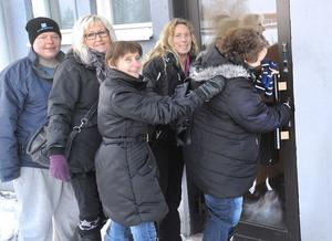Äntligen i nya lokaler. Linda Östlund, Laila Karlsson, Lucila Ferrari-Möller, Mia Eriksson och Elisabeth Bohjort vet inte hur fort de ska komma in i RSMH:s nya utrymmen på Hedhamregatan.
