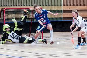 Lina Elfving täcker skott mot Thorengruppen i kvalet till allsvenskan i slutet av förra säsongen.