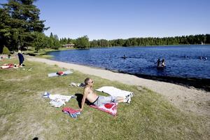KRITISERAT. När EU kollade badplatser i Sverige var Högbobadet en av dem som blev rödlistade. Men Tommy Stenergard, miljö- och hälsoskyddschef i kommunen, säger att fler prover krävs och att han för tillfället inte själv har några problem med att bada där.