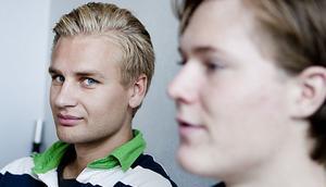 Blue Hammers målvaktsnnyförvärv. Ikväll vaktar Henrik Stadjer(t. vänster) buren.
