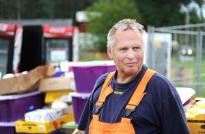 Etappchefen Janne Berglund behåller lugnet trots att vädret ställt till en del problem vid arenabygget i Böle.