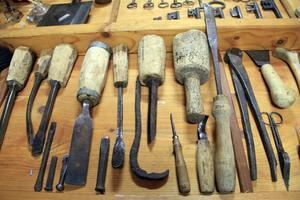 Edvin Hed var snickare och hans samling innehåller flera olika verktyg.