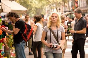 Tröttsamt. En Woody Allen-film som ser ut som tv-reklam för i lika delar Scarlett Johansson, hårprodukter, spanska rödviner, kolsyrat bordsvatten och en kulturhuvudstad.  Foto: Scanbox