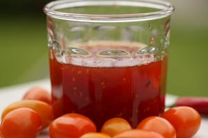 Tomatmarmelad på tomater i blandade färger, med eller utan chilisting.