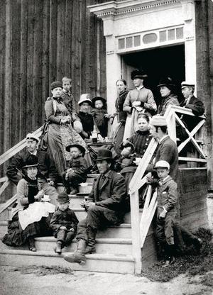 När de första gästerna anlände till Åredalen på 1800-talet fick de bo hos lokalbefolkningen. Den här bilden är tagen i Duved.