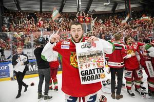 Oskar Svanlund jublar efter avancemanget 2017.