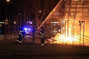 Halmbocken brann våldsamt.