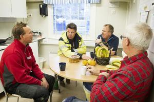 Byggföretaget Rekabs Lars Norgren, Mikael Sandström och Christer Johansson pratar framtid för branschen med Byggnads Jim Sundelin (tvåa från vänster).