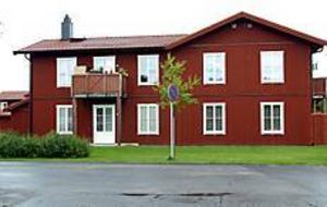 Bo klokt i Hemsta. Bo klokhusen i Hemsta byggdes 1999 i  samarbete mellan Skanska och Ikea. Flerbostadshusen i Bomhus ska bli likadana.