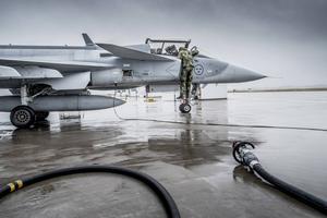 Svensk teknologi måste bli mer Nato-kompatibel – det vill säga i hög grad amerikansk. Kommer JAS att städas undan vid svenskt medlemskap i Nato, undrar Hans Kinell.