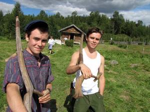 Anton och Viktor Myhr är två riktiga baddare när det gäller att använda lien...