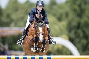 Mikaela Gustapson bytte till Strömsholm ridsportförening till den här säsongen och ingår nu i deras finallag i elitallsvenskan.