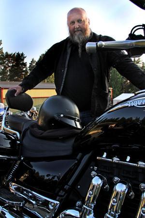 Silver Bullets ledare: Hansson från Njutånger med en av sina motorcyklar.