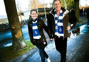 Promenad först. Karin Kjellqvist och Sture Sjöö värmde upp innan matchen. Sture sjöö måste fundera ett tag över vad som varit bäst under säsongen innan han bestämmer sig för målvakten Mattias Hugosson.