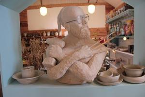 En skulptur föreställande Stellan Anliot