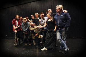 I dag sticker Sharon Dyall och Tommy Berndtsson ut på turné tillsammans med länsmusikerna i Lilla storbandet.