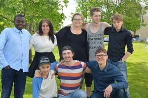 Från vänster: Engéne Kugomaho, Felicia Suokas, Frida Mattson, Viktor Rosvall, Tim Karlsson, Erik Helmersson, Wilmer Johansson och ledaren Uno Dvärby.