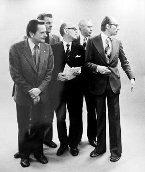 Olof Palme tillsammans med den blivande borgerliga regeringen efter valet 1976.