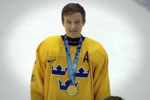 Fanny Brolin har varit med i U16-laget som vann guld i ungdoms-OS som nyligen avgjordes i norska Lillehammer. Redan som fyraåring började hon spela hockey.