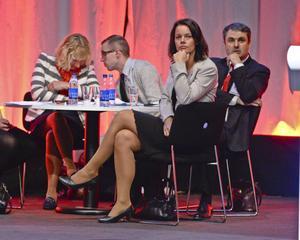Partistyrelsens Veronica Palm och riksdagsman Ibrahim Baylan under debatten om