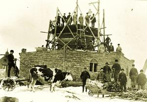 ARKIVBILD: Brevens Bruks Hembygdsförening1905 byggdes rostugnen om.