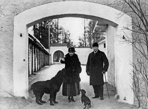 Hedvig Ulfsparre och Per Eriksson på Hofors herrgård 1925.