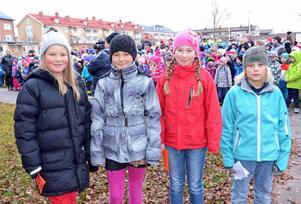 Fr v Josefin Windahl, Mirelle Petersdotter, Julia Jansson och Linus Thoors Hedback, skolbarn som läste dikter vid FN-dagsfirandet i Malung.