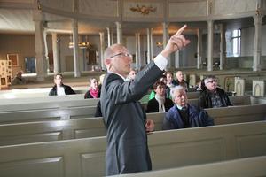 Många intressanta detaljer visade kyrkvaktare Leif Sköld under öppet hus i Ljusdals kyrka.