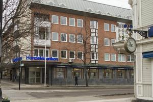 Den dyraste lägenheten i Hudiksvall ligger i hörnet Drottninggatan och Storgatan, och är placerad ovanför Handelsbanken.