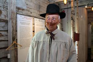 Jerker Dahlström som Carl Larsson förbereder sin entré under bokfesten.