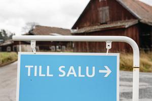 En villa i Rättvik såldes för 3,6 miljoner kronor och en villa i Söderbärke, i Smedjebackens kommun, fick en prislapp på 3,4 miljoner kronor. Dessa båda försäljningar sticker ut lite extra på Lantmäteriets lista över de senast genomförda fastighetsaffärerna i Dalarna. Här intill hittar du hela listan, kommun för kommun.